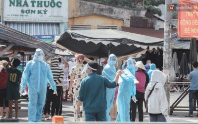 Cận cảnh phong tỏa mọi ngóc ngách tại chợ truyền thống ở Sài Gòn vì liên quan đến ca mắc Covid-19 - 5