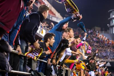 La Liga 2020/21 được phép đón 100% khán giả trở lại các SVĐ