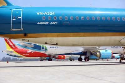 Máy bay nằm 'đắp chiếu', sân bay Nội Bài đóng cửa đường lăn làm sân đỗ - 2