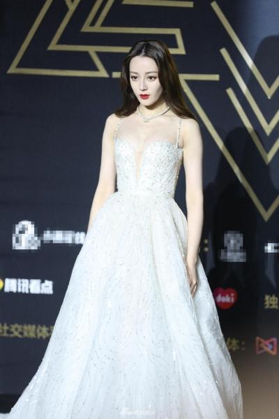 Ngắm BST váy công chúa đẹp như mơ của Địch Lệ Nhiệt Ba - 2