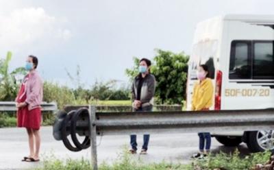 Người phụ nữ giả đeo khăn tang ở chốt kiểm dịch đã có kết quả dương tính với SARS-CoV-2