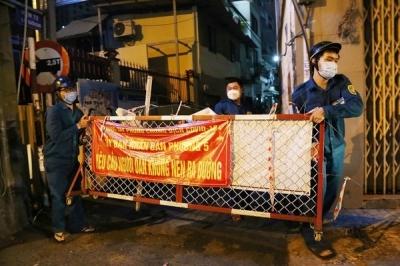 Chủ tịch phường ở TP.HCM xắn tay áo đi tháo dỡ rào chắn cho dân - 8